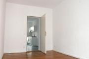 Obj.-Nr. 01191001 - Schlafzimmer zu Flur und Küche