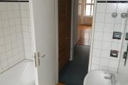 Obj.-Nr. 01191001 - Wannenbad zu Flur und Wohnzimmer