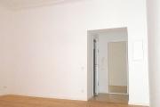 Obj.-Nr. 04200110 - Wohnzimmer zum Flur und Schlafzimmer