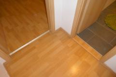 Obj.-Nr. 04200804 - Bodenbeläge Laminat-Fliesen