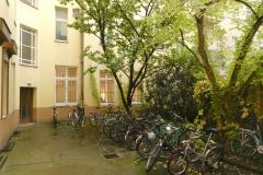 Obj.-Nr. 04200804 - Innenhof mit Fahrradplätzen