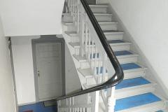Obj.-Nr.-04210508-Treppenhaus-zur-Wohnung