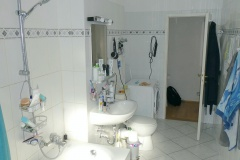 Obj.-Nr.-04210508-Wannenbad-zum-Flur