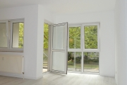 Obj.-Nr. 05180905 - Wohnzimmer zum Balkon