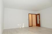 Obj.-Nr. 05180905 - Wohnzimmer zum Flur