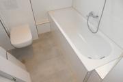 Obj.-Nr. 09190307 - Wannenbad Wanne und WC