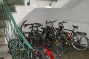 Obj.-Nr. 11180804 - Treppenhaus Fahrräder