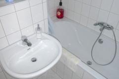Obj.-Nr. 11200803 - Wannenbad Waschbereich