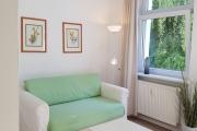 Obj.-Nr. 14200402 - Wohn-Schlafzimmer Sitzgelegenheit