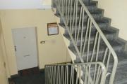 Obj.-Nr.-14201002-Treppenhaus-zur-Wohnung