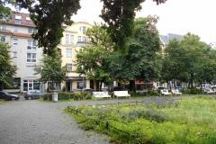 Obj.-Nr.-15210404-Hausansicht-Vorplatz