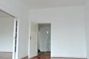 Obj.-Nr.-15211001-Schlafzimmer-zum-Flur