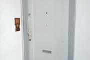 Obj.-Nr.-15211001-Treppenhaus-zum-Wohnungseingang