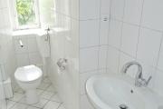 Obj.-Nr.-15211001-Wannenbad-WC-Waschbereich