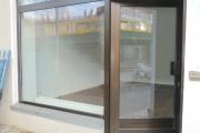 Obj.-Nr. 19190802 - Außenansicht Schaufenster von rechts