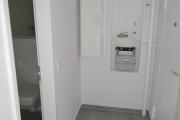 Obj.-Nr. 20190905 - Flur zum Bad und Eingang