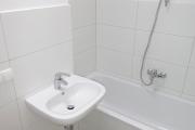 Obj.-Nr. 60200112-19 - Bad Wanne Waschbereich Bsp