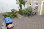 Obj.-Nr. 60200905 - Innenhof mit Fahrradplätzen