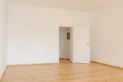 Obj.-Nr. 01180703 - Wohnzimmer zum Flur