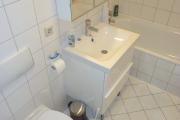 Obj.-Nr. 04180402 - Wannenbad WC- Waschbereich