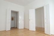 Obj.-Nr. 04180504 - Wohnzimmer zum Flur