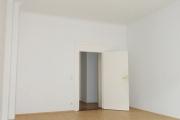 Obj.-Nr. 04180906 - Wohnzimmer zum Flur