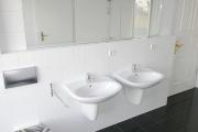 Obj.-Nr. 05180902 - Wannenbad Doppelwaschbecken