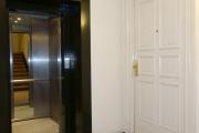 Obj.-Nr. 05190302 - Treppenhaus zu Whg.-Eingang und Aufzug