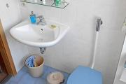 Obj.-Nr. 10180306 - Wannenbad WC Waschbereich OG