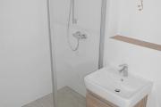 Obj.-Nr. 12180609 - Duschbad Waschbereich