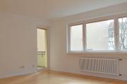 Obj.-Nr. 12190102 - Wohnzimmer zum Balkon leer