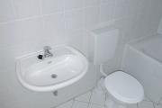Obj.-Nr. 50181204 - Wannenbad WC-Waschbereich