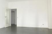 Obj.-Nr. 06180610 - Wohnzimmer zum Flur