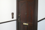Obj.-Nr. 12180702 - Treppenhaus Wohnungseingang